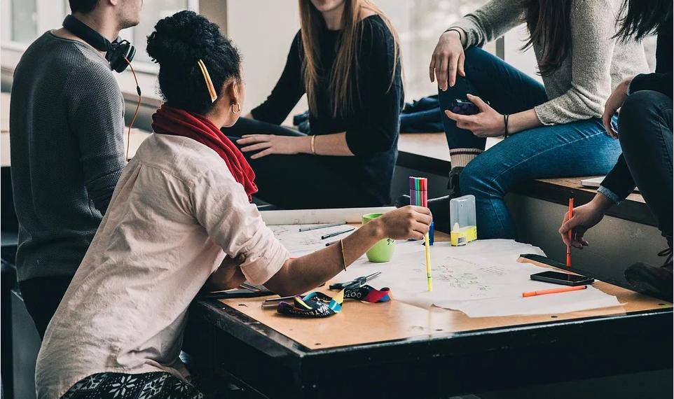 Más del 15% de alumnos europeos carece de las competencias digitales.
